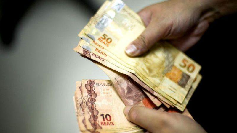 REAJUSTE: Governo propõe salário mínimo de R$ 1.040 para o próximo ano