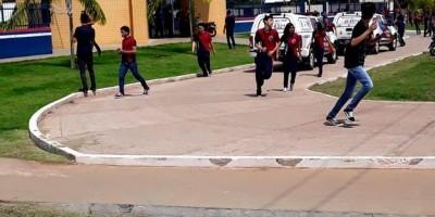 Aluno invade escola armado e ameaça atirar contra colegas