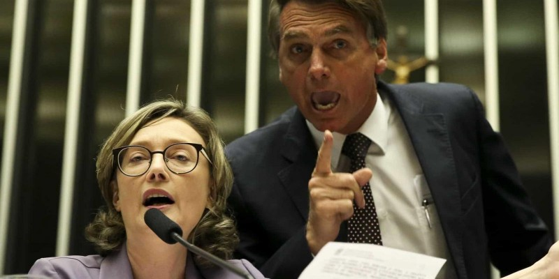 Juíza dá 15 dias para Bolsonaro indenizar Maria do Rosário por ofensas