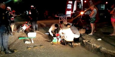 IMPRUDÊNCIA: Mulher sofre fratura exposta na perna após colisão entre duas motocicletas