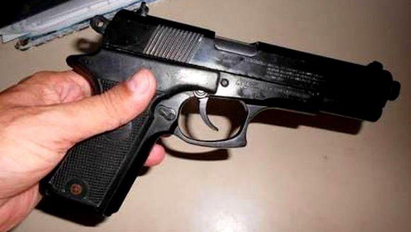 SEQUESTRO: Mulher refém dentro de carro, reage, toma arma de bandido e atira