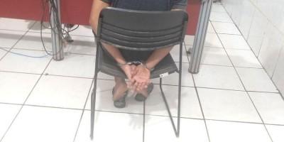 TROCA DE TIROS: Assaltantes disparam contra a polícia após roubo em posto de...