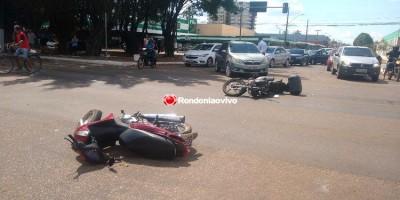 COLISÃO: Acidente envolvendo três veículos deixa motociclistas feridos na Jorge...