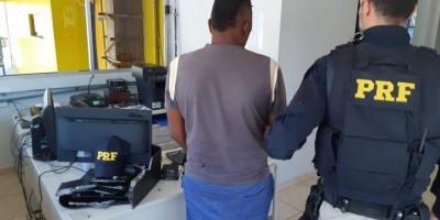 Ji-Paraná - PRF flagra homem transportando 5 quilos de cocaína