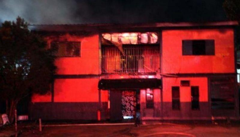 PEGA FOGO, CABARÉ: Garotas de programa se revoltam e incendeiam boate