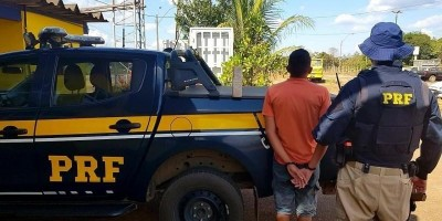 PRF flagra motorista, sob efeito de cocaína, transportando tabletes de maconha na BR-364