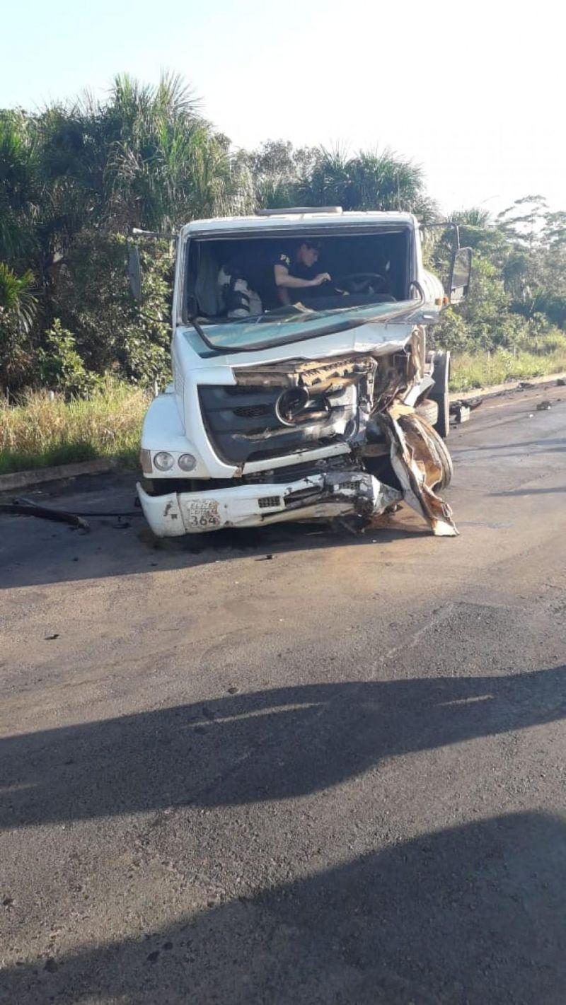 URGENTE: Acidente entre 2 veículos deixa um morto e vários feridos na BR-421, em RO