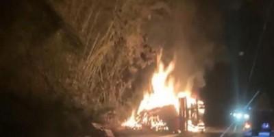 Acidente entre ônibus e caminhão deixa cinco mortos na BR-101