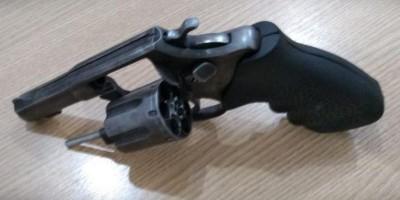 Rolim de Moura- Dois suspeitos são presos pela PM com arma de fogo e veículo...