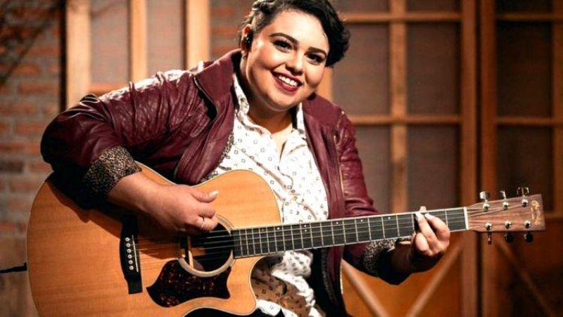 CAROL BABY: Cantora rondoniense anuncia lançamento do novo projeto gravado ao vivo em Goiânia