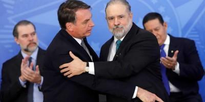 Em posse de Aras, Bolsonaro diz que chefe do MP 'não é governo