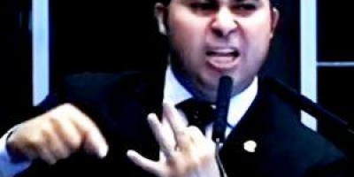 Marcos Rogério é duramente criticado na sua própria página no Facebook por votações...