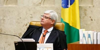 Moraes retira porte de arma e proíbe aproximação de Janot do STF