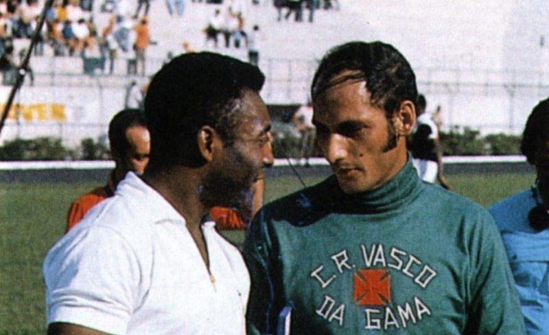 Morre o goleiro do milésimo gol de Pelé