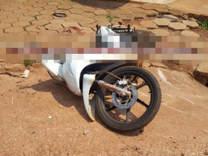 ROLIM DE MOURA: Colisão entre veículo e motocicleta deixa uma pessoa gravemente ferida