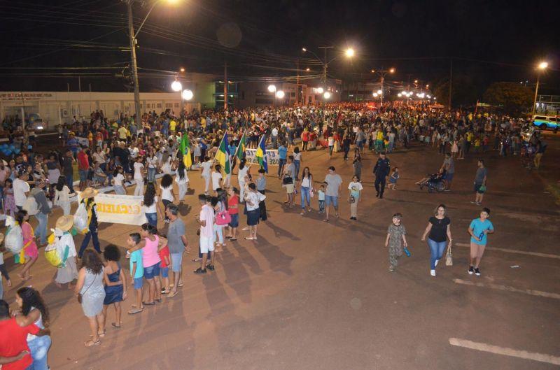 ROLIM DE MOURA: Desfile Cívico de 7 setembro encanta público e arranca elogios