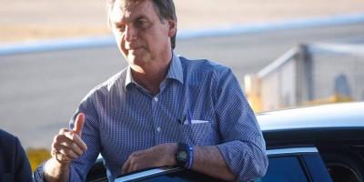 Bolsonaro volta a atacar Huck por jato financiado pelo BNDES