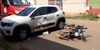 Motorista faz conversão proibida e causa grave acidente com motociclista