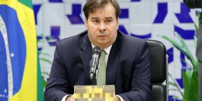 Pressão por recursos faz governadores esperarem Maia de madrugada