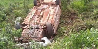 ROLIM DE MOURA: Corolla sofre capotamento na RO-479