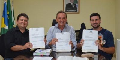 ROLIM DE MOURA: Prefeito assina ordem de serviço para três importantes obras