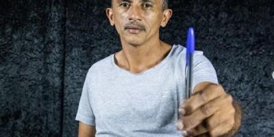 Autor de 'Caneta azul, azul caneta' prepara disco; produtor o compara a Mamonas e Tiririca