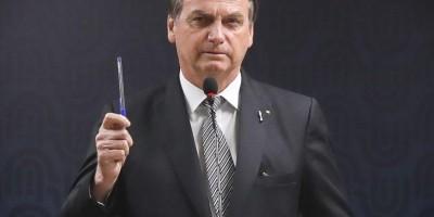 Bolsonaro assina e protocola documento de desfiliação do PSL