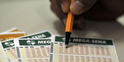 Mega-Sena acumula e próximo prêmio vai a R$ 13,5 milhões