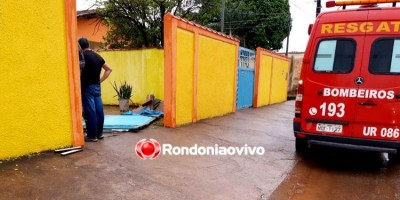 Portão desaba na cabeça de moradora em residência na zona Sul
