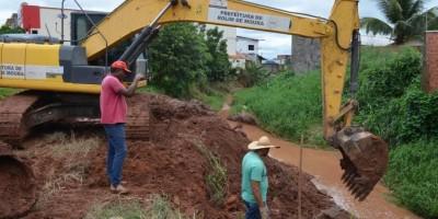 ROLIM DE MOURA: Prefeitura inicia limpeza de igarapés e canais