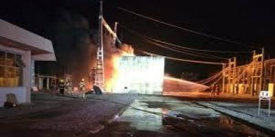 Vídeo: queda de raio provoca incêndio em subestação da CEB no DF
