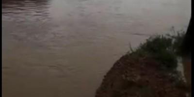Após forte chuva, rio transborda e causa transtornos em Nova Brasilândia