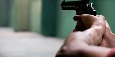Durante briga, mulher atira no pênis do marido policial