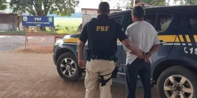 Durante fiscalização a táxi, PRF prende foragido por estupro de vulnerável