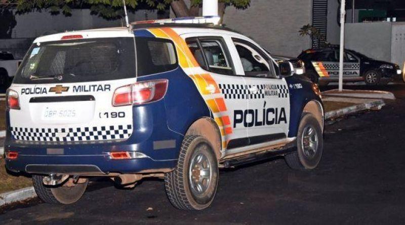 Homem impede irmão de cometer suicídio e depois tenta matá-lo a tiros em Rondonópolis