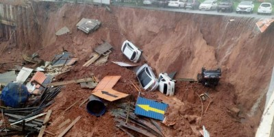 Vídeo: cratera se abre em obra na Asa Sul e engole carros