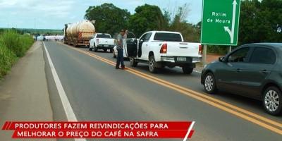 Cafeicultores fizeram manifestação no entroncamento da BR-364 para Rolim de Moura