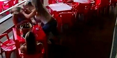 Mulheres são presas após agredirem garçonetes por causa de conta em bar