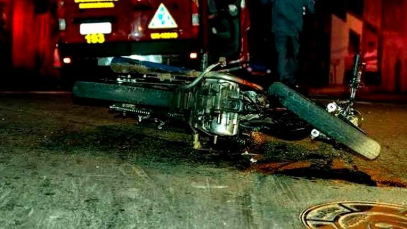 Após perseguição e acidente, dois são flagrados com moto roubada em Porto Velho