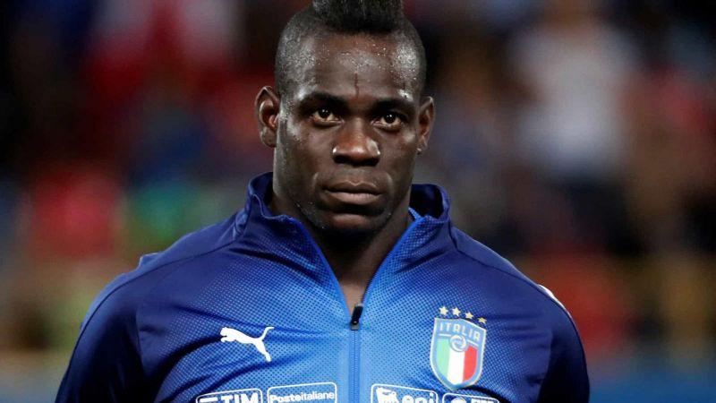 Balotelli critica torcedores da Lazio por racismo: