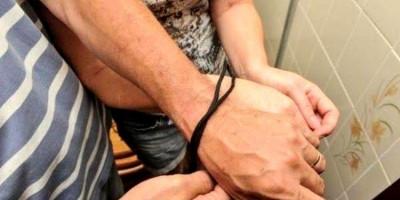 Bandidos do 'Comando Vermelho' amarram casal e ameaçam atirar durante roubo
