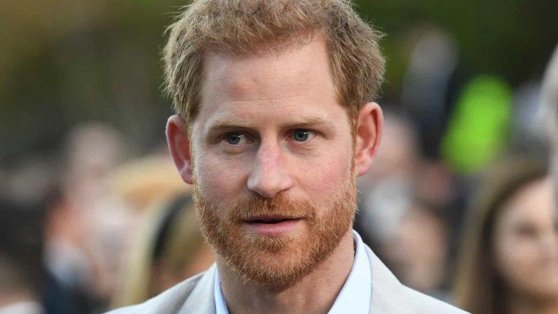 Harry desafiou a rainha ao anunciar que se afastará da família real