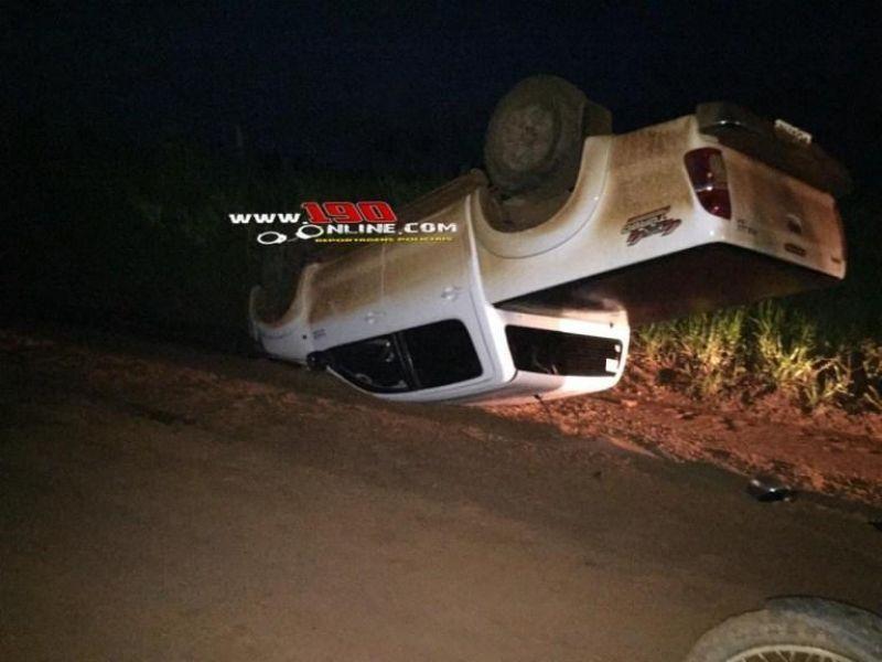 Motorista perde controle da direção e capota caminhonete em zona rural de Alta Floresta