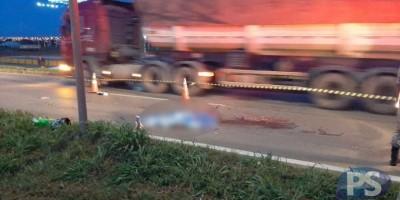 Passageira cai de moto e morre atropelada por carreta no MT
