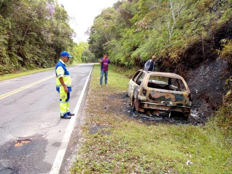 Polícia encontra corpo carbonizado em porta-malas de veículo em SP