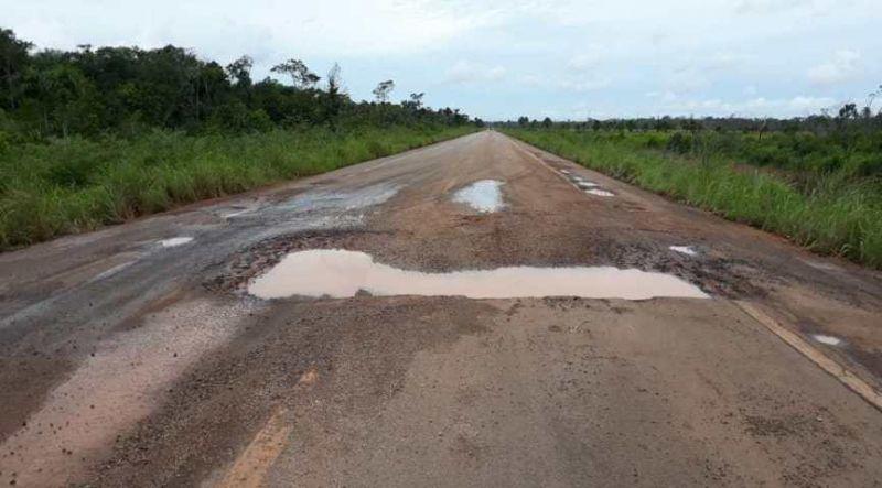 Em protesto, moradores e caminhoneiros dizem que irão fechar BR-364 entre Acre e Rondônia
