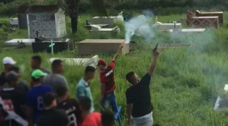 Durante enterro de bandido morto pelo BOPE, membros atiram para o alto e soltam fogos em Rio Branco
