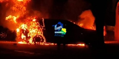 Carro é incendiado durante madrugada, em Ji-Paraná