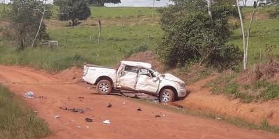 Duas pessoas morrem após capotar caminhonete em zona rural de Castanheiras