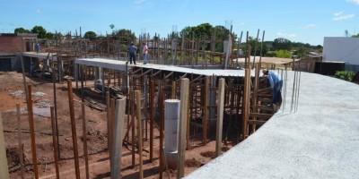 Reconstrução de ginásio poliesportivo, parada durante anos, é reiniciada e começa...